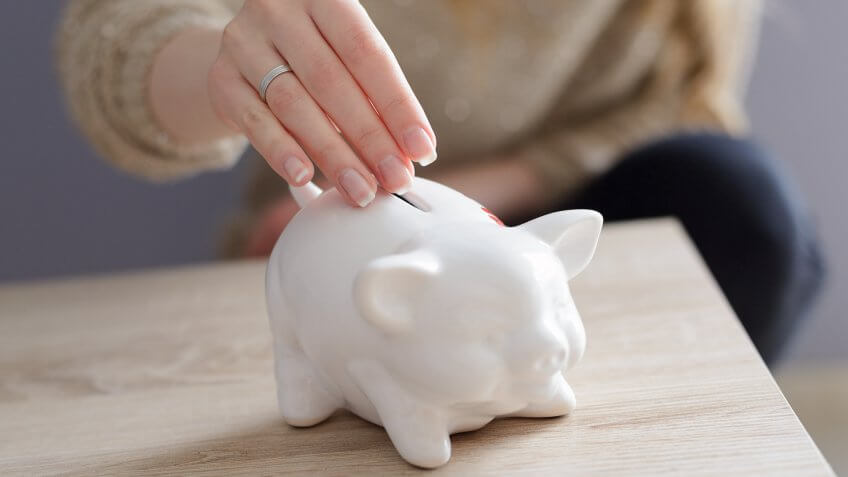 How to Manage Your Money Better With a Savings Account
