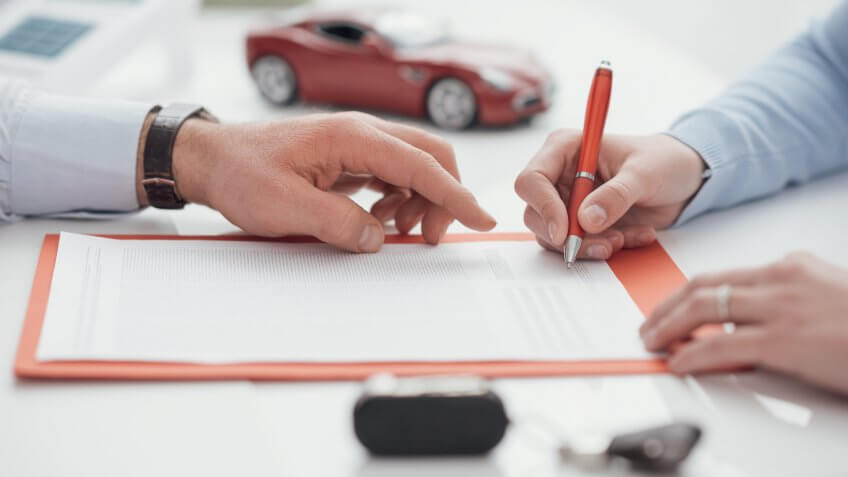 signing-car-contract