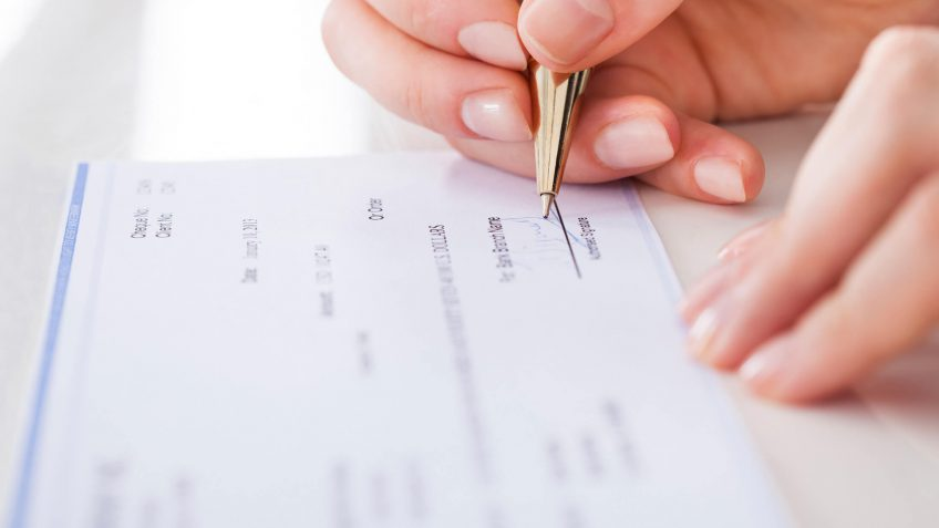How to Close a Checking Account When a Loved One Dies