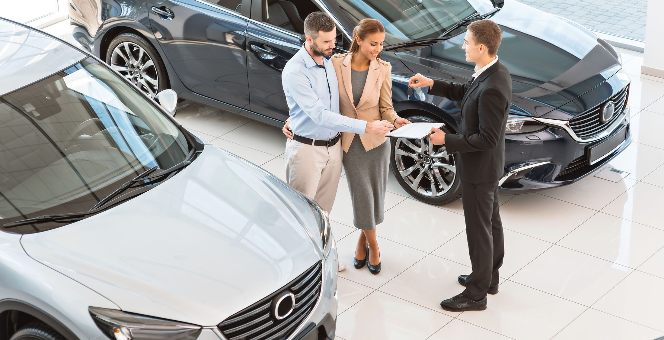 couple signing new car lease