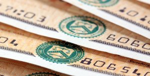 Advantages and Disadvantages of Treasury Bonds