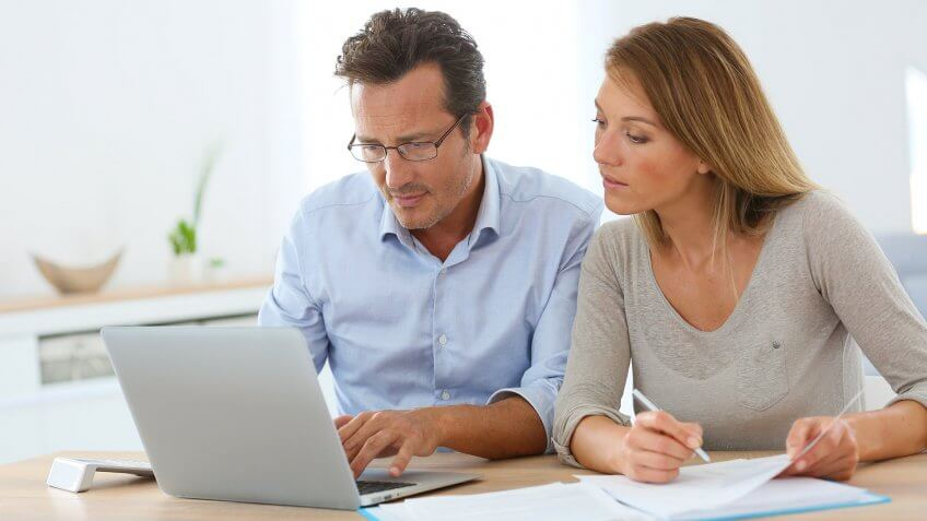 Budgeting Tips for Couples Who Want to Save Money