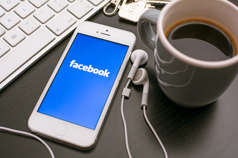 Facebook Users Can Now Pay Friends With a Chat
