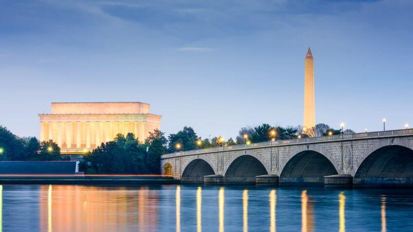Washington DC, USA skyline on the Potomac River with Lincoln Memorial, Washington Monument, and Arlington Memorial Bridge.