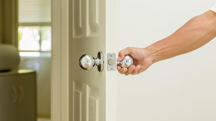 hand holding a doorknob