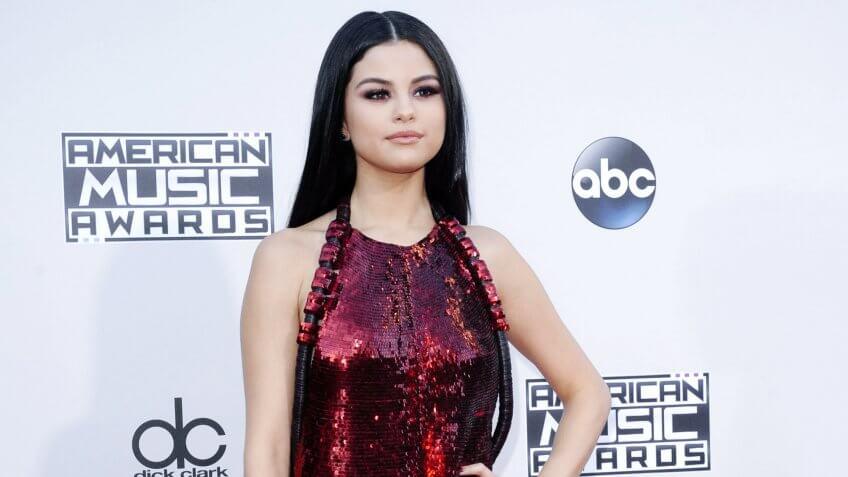 Selena Gomez's on the american music award red carpet