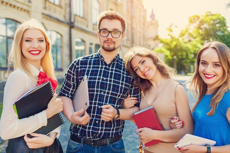 Financial planning tips for college students
