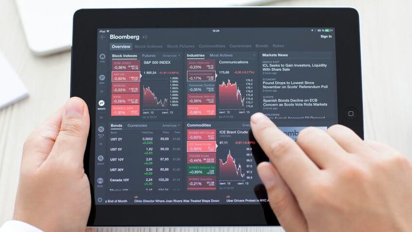 Rookie investors buy hot stocks.