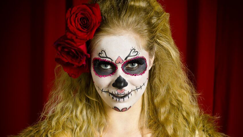 Dia de los Muertos sugar skull face makeup  sc 1 st  GOBankingRates & Dia de los Muertos 2016: 5 DIY Costume Ideas Under $20 | GOBankingRates