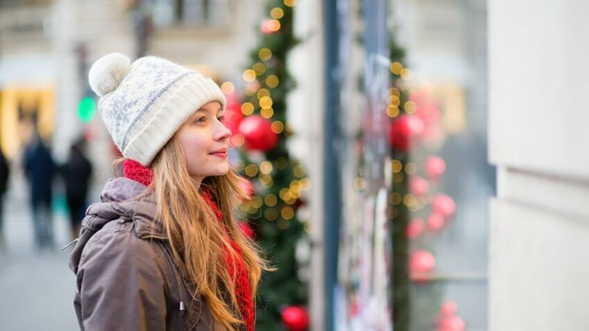 10 Ways Retailers Trick You Into Spending More During the Holidays