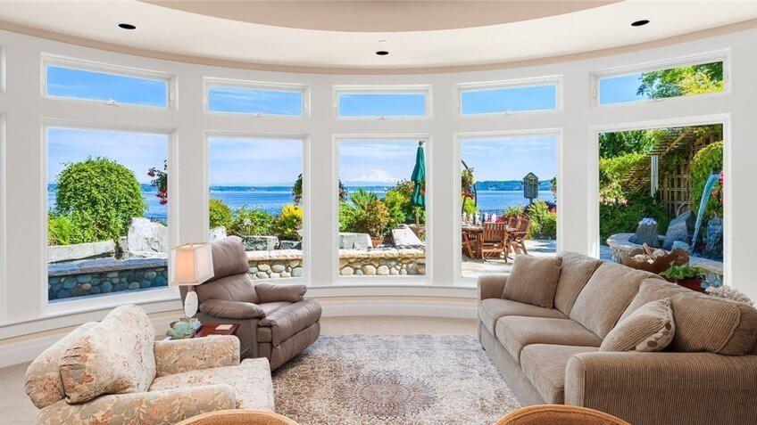 living room overlooking the ocean in Washington