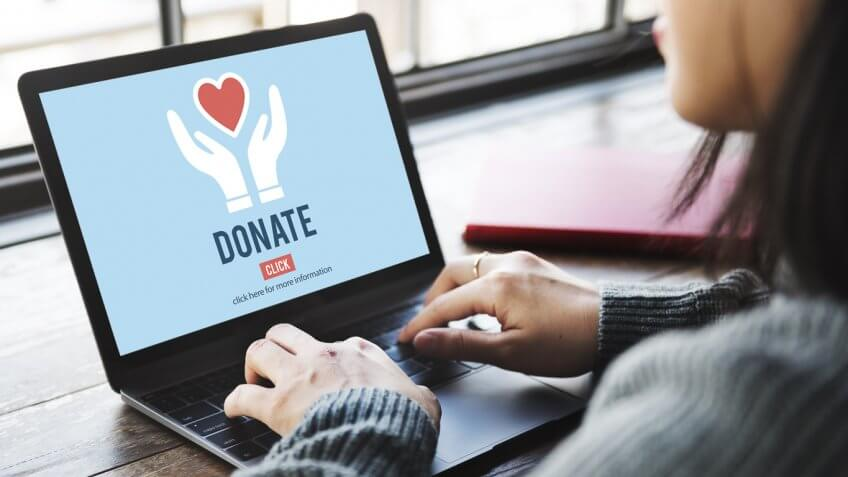 woman on a donation website on her laptop