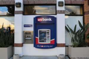 Are Banks Open on Christmas Eve 2015?