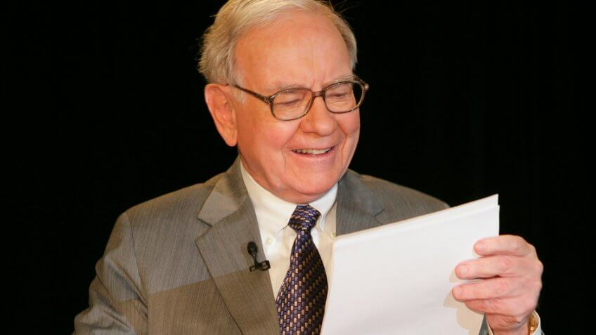 NEW YORK - JUNE 26: Warren Buffet appears on the Charlie Rose Show in the Bloomberg Building  June 26, 2006 in New York.
