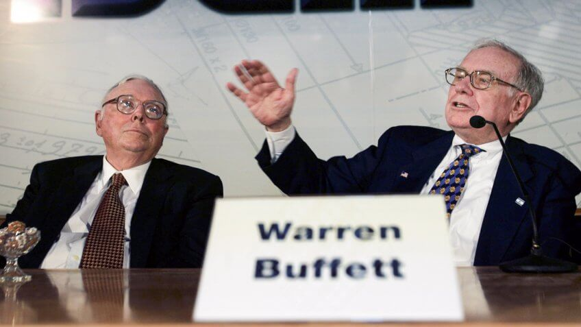 TEFFEN, ISRAEL - SEPTEMBER 18: American billionaire investor Warren Buffett (R) gives a press conference with his business partner Charlie Munger at the Iscar Metalworking headquarters September 18, 2006 in the Teffen industrial zone in northern Israel.