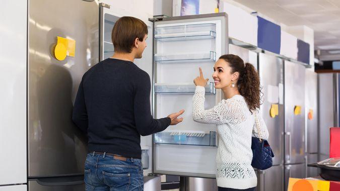 purchasing-large-appliance-refrigerator