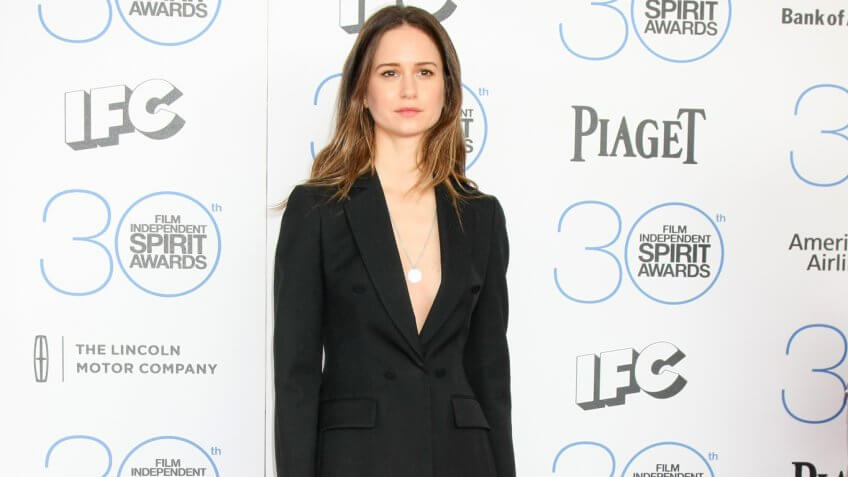 Katherine Waterston Net Worth: $1 Million