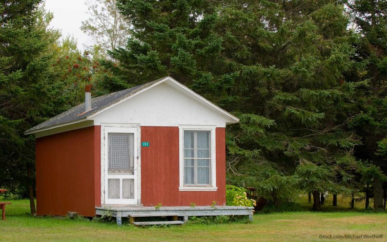 10 reasons you should retire to a tiny house gobankingrates for Small houses for seniors