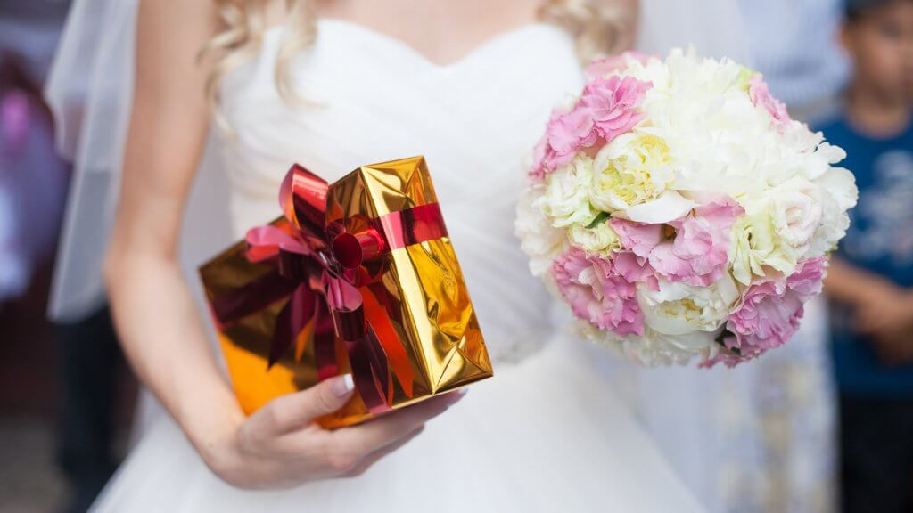 Average Cash Gift For Wedding: 12 Special Wedding Gifts Better Than Generic Registry