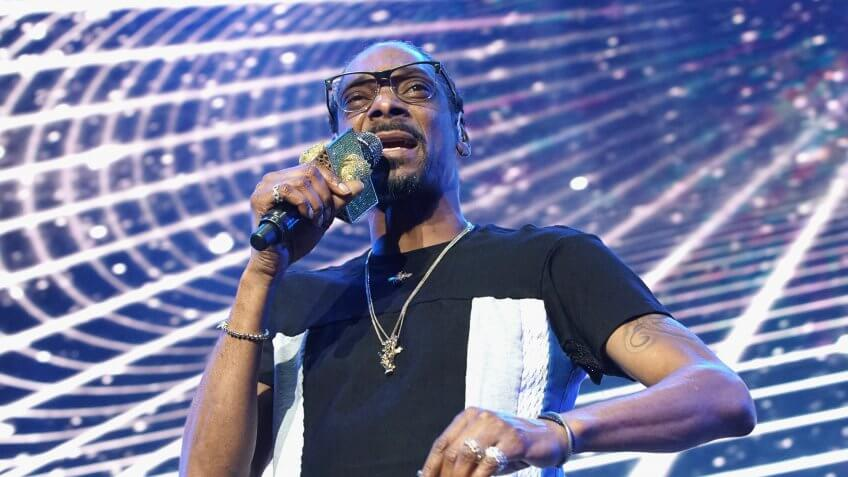 LOS ANGELES, CA - JUNE 22:  Recording artist Snoop Dogg performs onstage at night one of the 2017 BET Experience STAPLES Center Concert, sponsored by Hulu, at Staples Center on June 22, 2017 in Los Angeles, California.