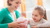 7 Lessons Moms Can Teach Their Kids About Money