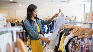 35 Ways to Save Money on Clothes