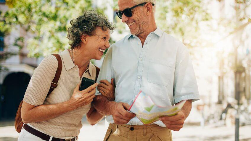 senior couple-traveling