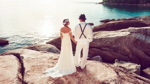 10 Ways to Save for the Honeymoon of Your Dreams
