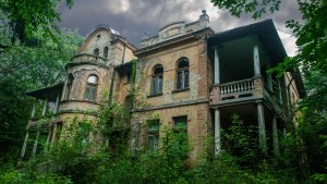 15 Haunted Places You Can Visit for Under $50