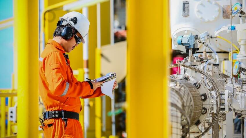Power plant operators/distributors/dispatchers need training and licences.