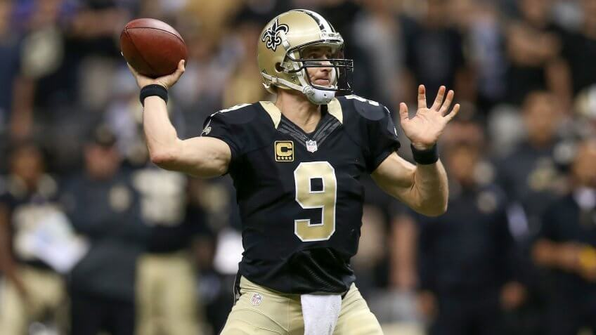 NEW ORLEANS, LA - NOVEMBER 01:  New Orleans Saints quarterback Drew Brees #9 throws a pass against the New York Giants at Mercedes-Benz Superdome on November 1, 2015 in New Orleans, Louisiana.