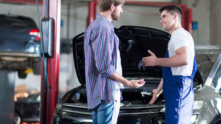 mechanic handing keys to man