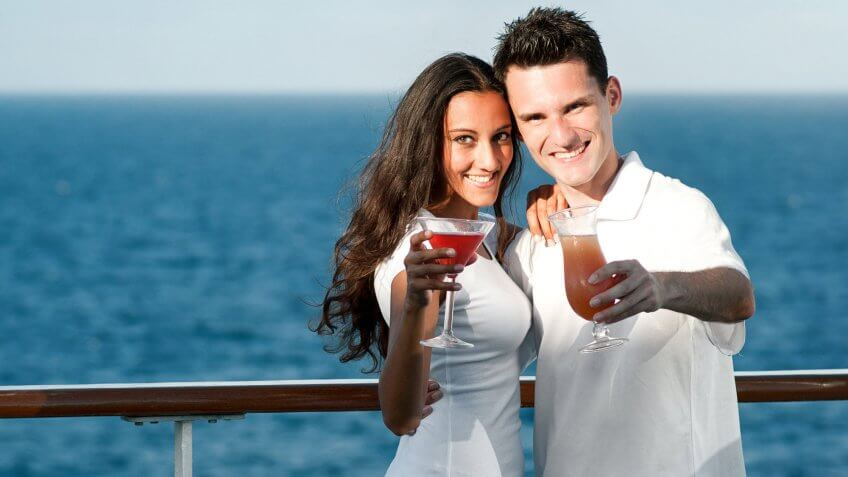 couple with drinks on a cruise
