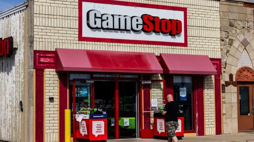 Kokomo, US - October 11, 2016: GameStop Strip Mall Location.