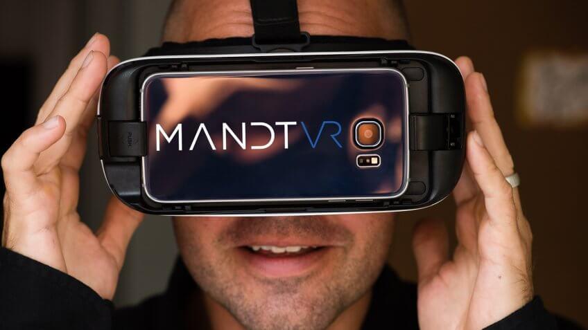 Man wearing Mandt VR headset