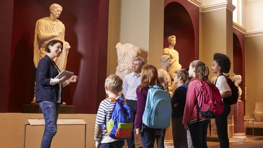 kids on museum tour