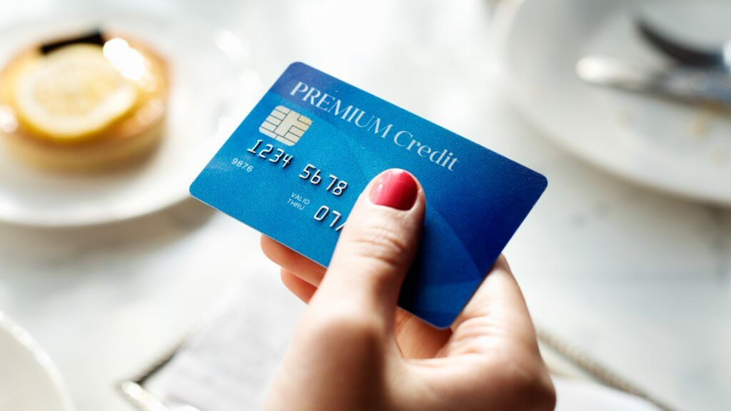 disadvantages of banking cards Disadvantages although generally secure, electronic banking is not totally secure it's possible for sophisticated hackers to steal information as its transmitted to online banks, leading to identity theft.