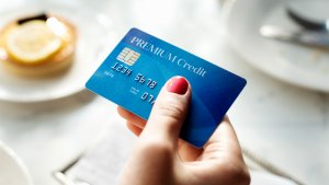 8 Pros and Cons of Store Credit Cards