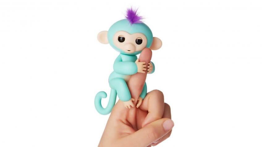 WowWee Fingerlings Interactive Baby Monkey.