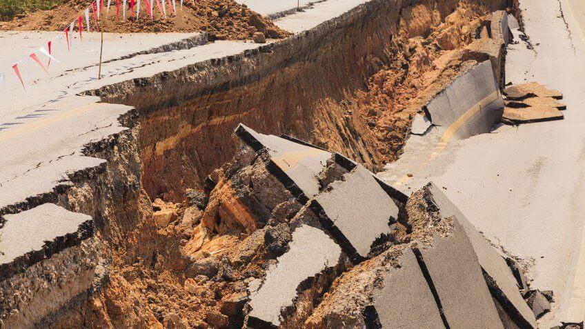 road split in half from earthquake
