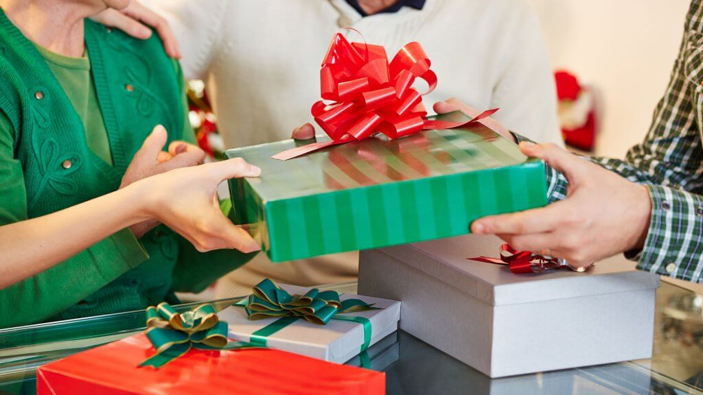 Gift-Giving Ideas for Tight Budgets | GOBankingRates