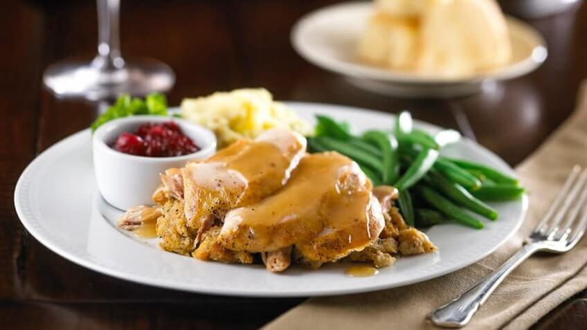 22 restaurants open on thanksgiving day 2016 gobankingrates for What restaurants are open on thanksgiving