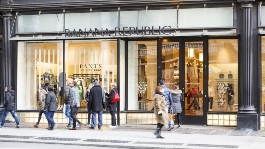 Banana Republic Online Return Policy. You can return or exchange items by mail or at the Old Navy store (U.S. locations only) within 45 days of your order date. Returned items must have original package if possible, and include your completed invoice. There are no returns or exchanges on final sale merchandise, online or in stores.
