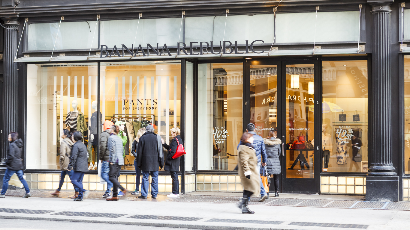 How to Return or Exchange an Item at Banana Republic. Banana Republic is a clothing and accessory store operated by the Gap. The store offers hip, surfer-style lines designed for customers in the teen and early 20s market. There are Banana Republic stores and an .