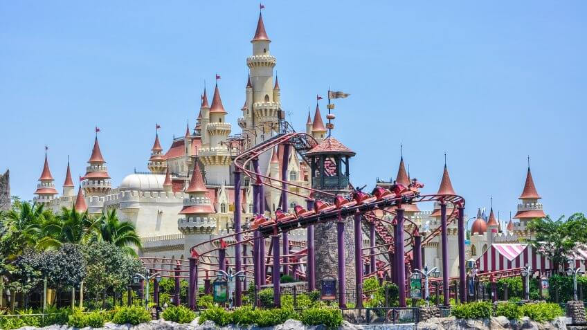 9 Military Discounts on Theme Parks and Entertainment