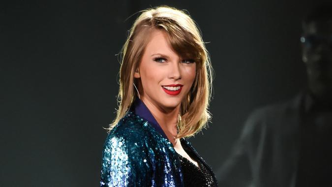 TOKYO, JAPAN - MAY 06:  Taylor Swift performs during The 1989 World Tour at Tokyo Dome at Tokyo Dome on May 6, 2015 in Tokyo, Japan.