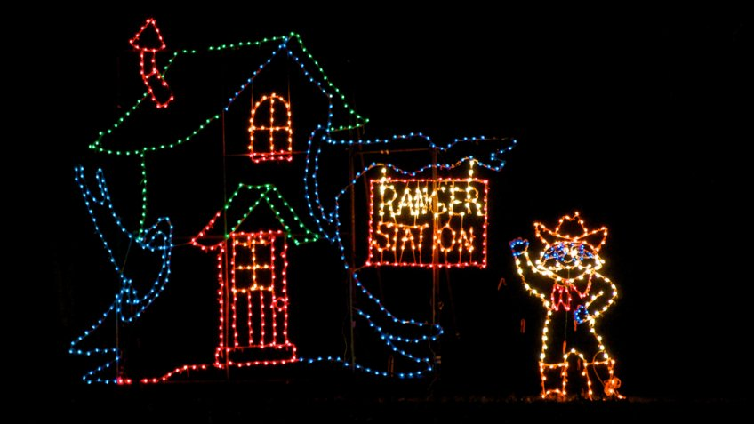 christmas light displays that cant be missed and your cost to see them gobankingrates