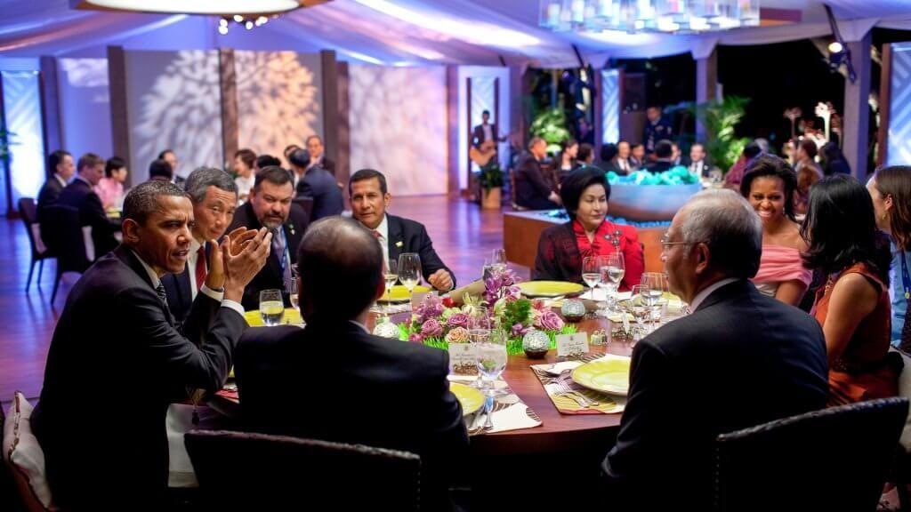 Obama at a fancy dinner