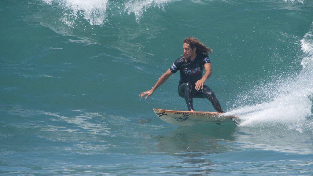 Rob Machado surfing