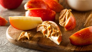 15 of the Tastiest Foods to Pair With Peanut Butter for Under $5